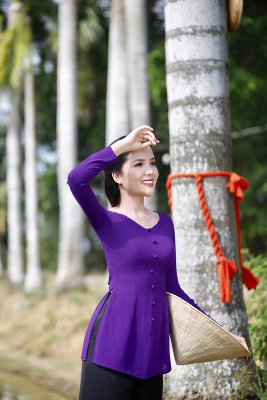 Hoa khôi Huỳnh Thúy Vi làm đại sứ lễ hội bánh dân gian Nam Bộ - Ảnh 8.