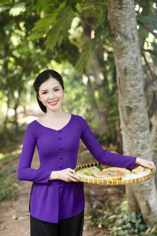 Hoa khôi Huỳnh Thúy Vi làm đại sứ lễ hội bánh dân gian Nam Bộ - Ảnh 1.