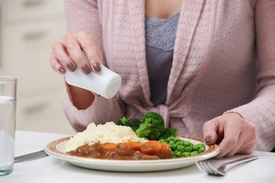 Tìm ra loại muối có thể ăn nhiều mà không sợ cao huyết áp - Ảnh 1.