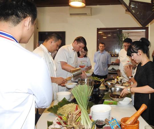 Độc đáo liên hoan ẩm thực quốc tế Thách thức Cao Lầu tại Hội An - Ảnh 1.