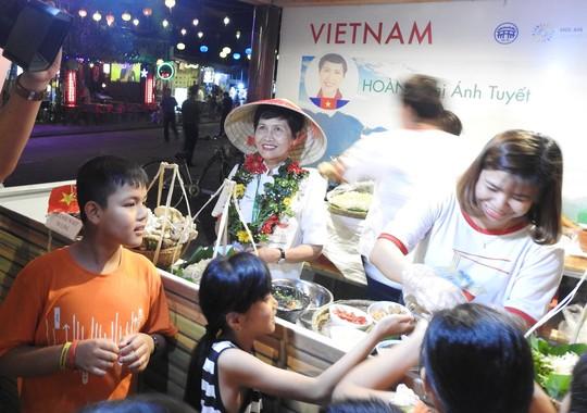 Độc đáo liên hoan ẩm thực quốc tế Thách thức Cao Lầu tại Hội An - Ảnh 10.