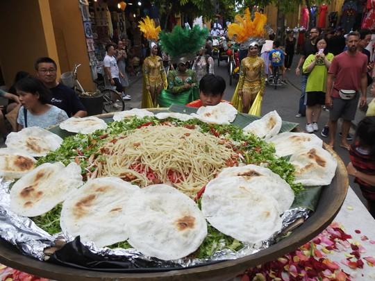 Độc đáo liên hoan ẩm thực quốc tế Thách thức Cao Lầu tại Hội An - Ảnh 2.