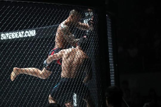 Siêu võ sĩ Việt Nam Martin Nguyễn bảo vệ thành công đai vô địch - Ảnh 3.