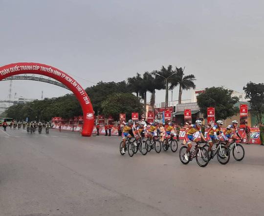 """Khai mạc Giải Đua xe đạp Cúp Truyền hình """"Non sông liền một dải"""" - Ảnh 10."""