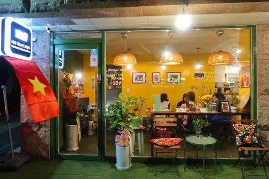 Quán cà phê, bánh mì Hà Nội giữa lòng Seoul - Ảnh 1.