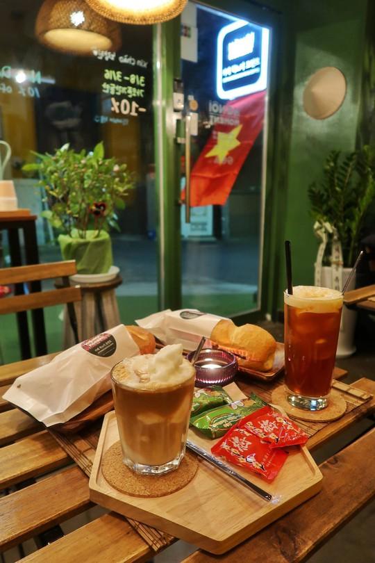 Quán cà phê, bánh mì Hà Nội giữa lòng Seoul - Ảnh 4.