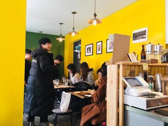 Quán cà phê, bánh mì Hà Nội giữa lòng Seoul - Ảnh 8.