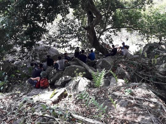 Khám phá núi Bà Đen, 2 người bị ong tấn công, gần chục người tham gia giải cứu - ảnh 1