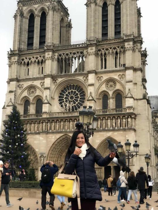 Nghệ sĩ bàng hoàng trước ngọn lửa bùng lên từ Nhà thờ Đức Bà Paris - Ảnh 5.
