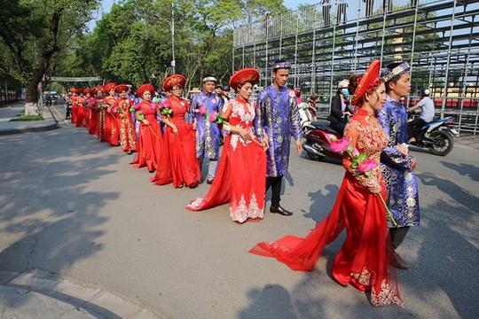 Sóc Trăng: Tổ chức lễ cưới tập thể cho NLĐ khó khăn - Ảnh 1.
