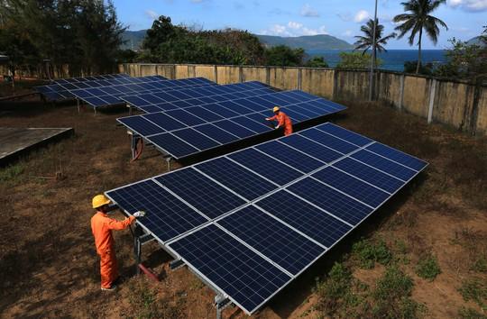 Điện mặt trời trên mái nhà, ích lợi cho mọi người - Ảnh 1.