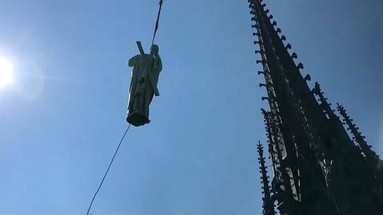 Tỉ phú Pháp hứa chi 113 triệu USD xây lại Nhà thờ Đức Bà Paris - Ảnh 2.