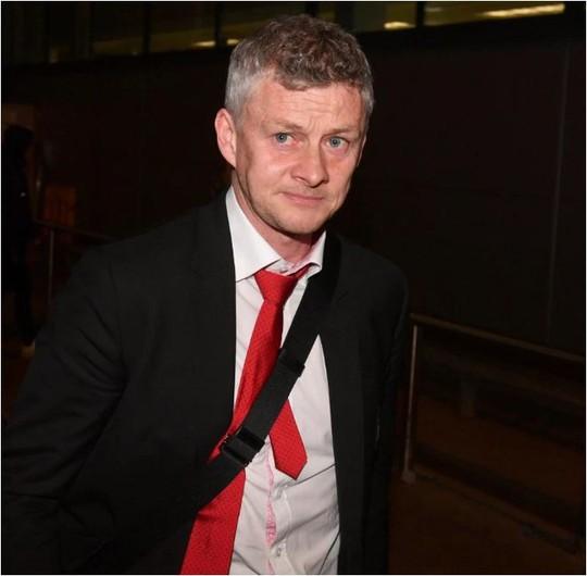 Thua đậm ở Nou Camp, Quỷ đỏ lủi thủi trở về nhà - Ảnh 1.