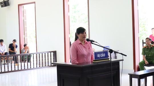 Binh Phuoc Nguoi dan ba ra tay dau doc chong vi chuyen con anh con em