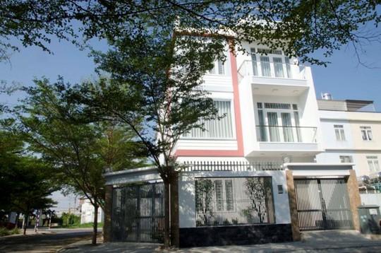 21 cửa kính giúp ngôi nhà Sài Gòn không có góc nào tối - Ảnh 1.