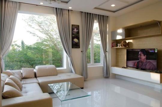 21 cửa kính giúp ngôi nhà Sài Gòn không có góc nào tối - Ảnh 7.