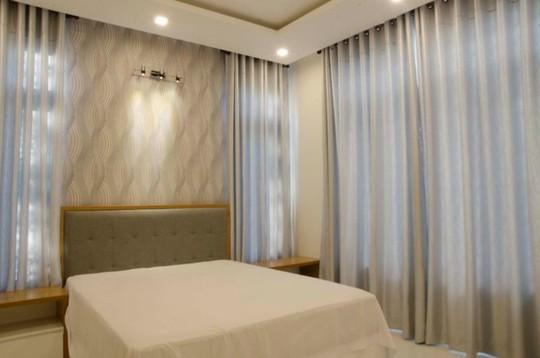 21 cửa kính giúp ngôi nhà Sài Gòn không có góc nào tối - Ảnh 10.