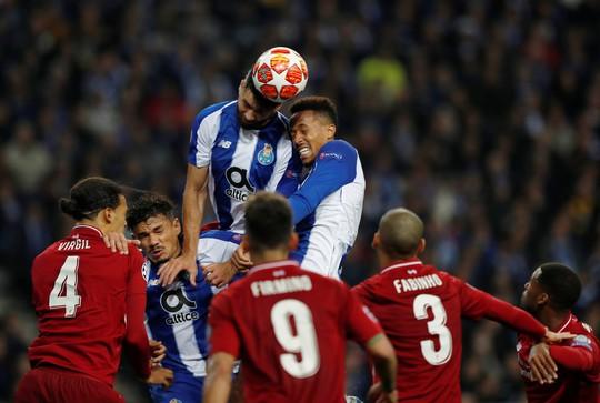 Siêu tiền đạo lập công ở hang rồng, Liverpool vào bán kết Champions League - Ảnh 5.