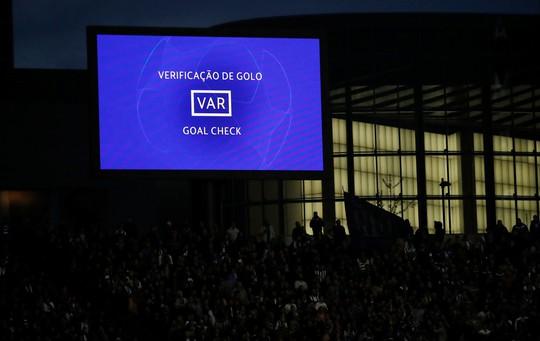 Siêu tiền đạo lập công ở hang rồng, Liverpool vào bán kết Champions League - Ảnh 2.