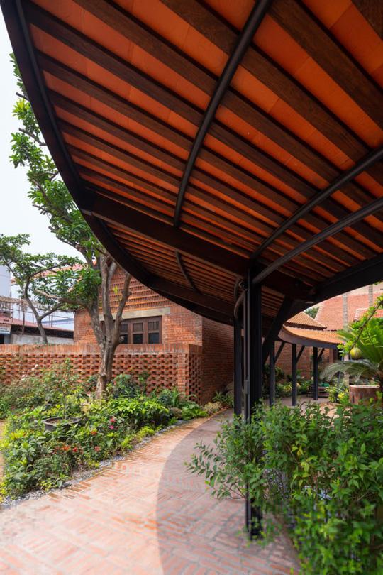 Ngôi nhà như ruộng mấp mô đạt giải vàng kiến trúc Việt Nam - Ảnh 3.