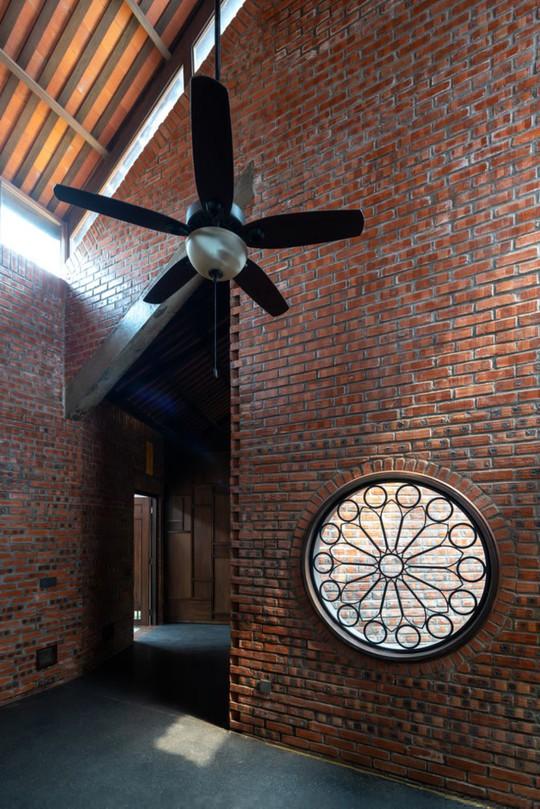 Ngôi nhà như ruộng mấp mô đạt giải vàng kiến trúc Việt Nam - Ảnh 6.