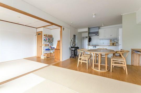 Bí mật bất ngờ bên trong căn nhà áp dụng phong cách tối giản ở Nhật - Ảnh 10.