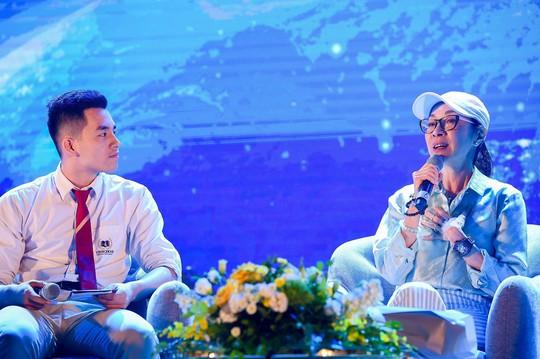 Đả nữ Hollywood nhắc bố mẹ Việt đội mũ bảo hiểm cho con - Ảnh 1.