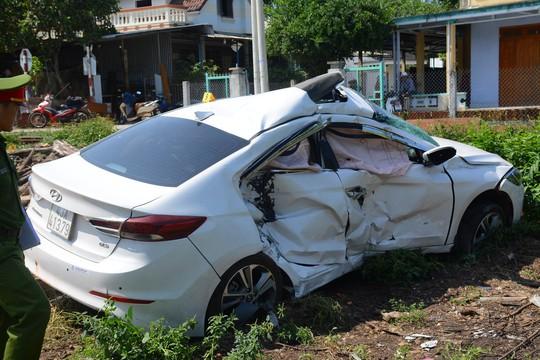 Tàu hỏa tông ôtô, 3 người bị thương nặng - Ảnh 4.