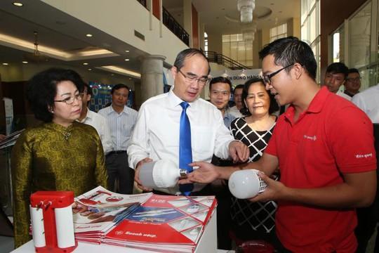 Hàng Việt vững trong nước, vươn ra thế giới