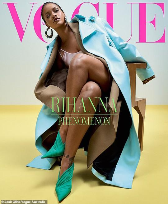 Rihanna đầy quyền lực trên tạp chí Vogue - Ảnh 1.