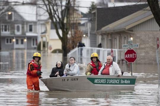 Canada hứng lũ lụt nặng chưa từng thấy - Ảnh 1.