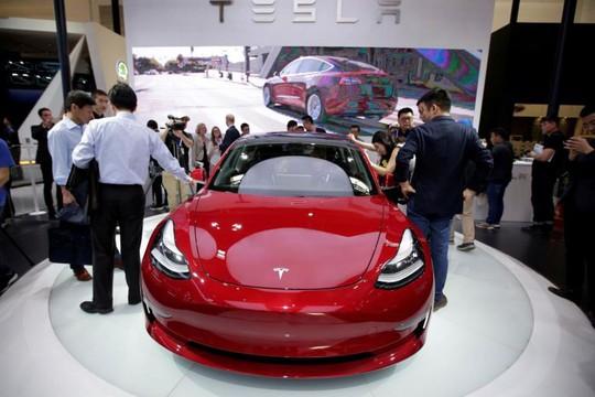 Siêu xe Tesla Model S đang đậu bỗng nổ tung ở Trung Quốc - Ảnh 2.
