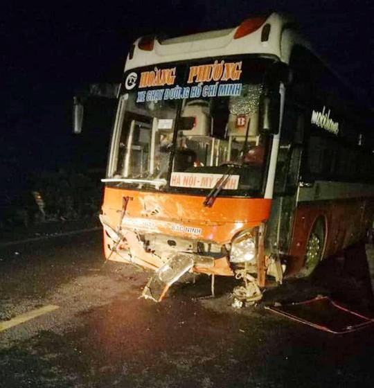 Xe khách tông trực diện xe con, 2 người tử vong kẹt trong xe - Ảnh 4.