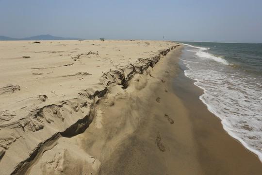 Đảo khủng long ở Cửa Đại tiếp tục rộng ra, bồi về 3 hướng - Ảnh 8.