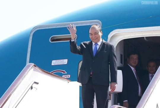 Thủ tướng đến Bắc Kinh, bắt đầu chuyến tham dự Diễn đàn Vành đai và Con đường - Ảnh 1.