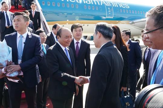 Thủ tướng đến Bắc Kinh, bắt đầu chuyến tham dự Diễn đàn Vành đai và Con đường - Ảnh 3.
