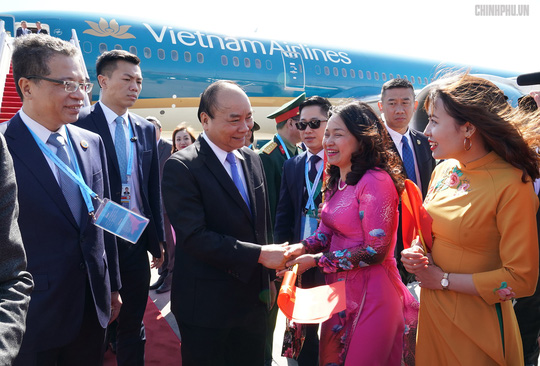 Thủ tướng đến Bắc Kinh, bắt đầu chuyến tham dự Diễn đàn Vành đai và Con đường - Ảnh 4.