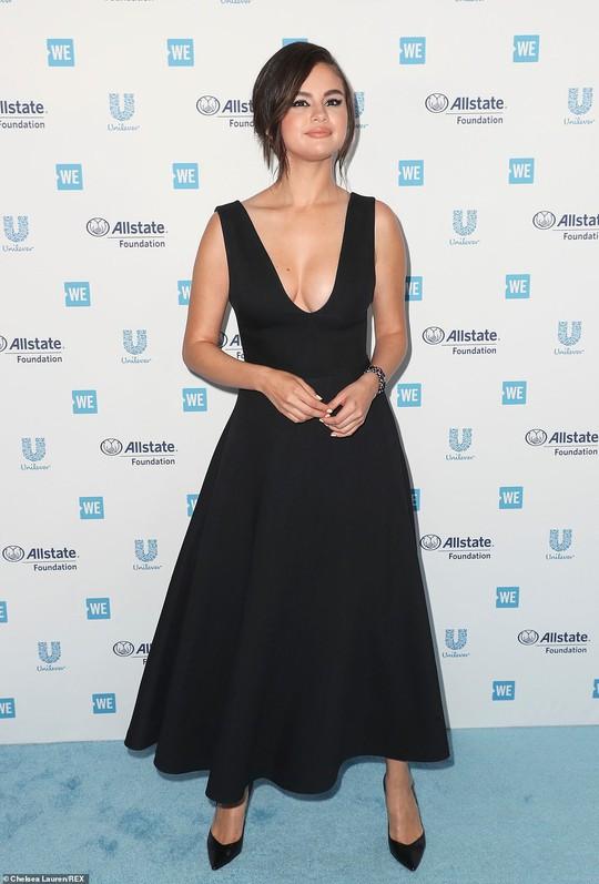 Selena Gomez tái xuất sau 10 tháng điều trị Lupus ban đỏ - Ảnh 1.