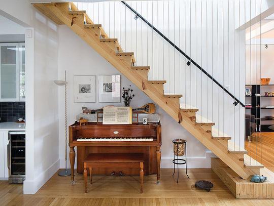 Tận dụng không gian tuyệt vời dưới chân cầu thang - Ảnh 9.
