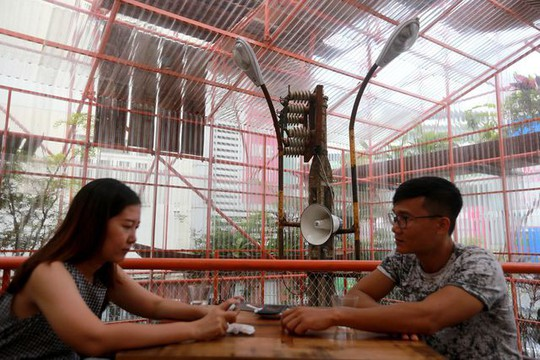 Độc lạ quán cà phê giàn giáo, khách tò mò ở TP HCM - Ảnh 14.
