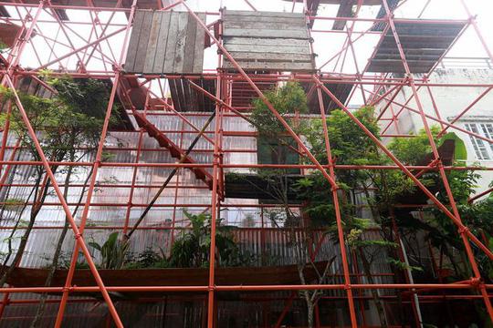 Độc lạ quán cà phê giàn giáo, khách tò mò ở TP HCM - Ảnh 2.