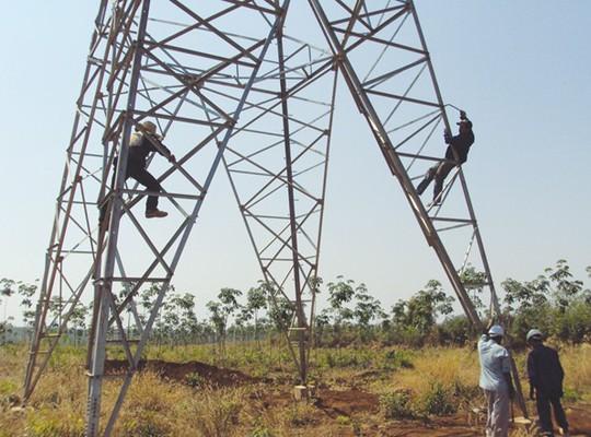 Lào xem xét giảm giá điện - Ảnh 1.