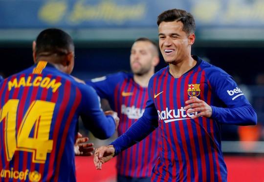 Rượt đuổi tỉ số nghẹt thở, Barcelona suýt trắng tay trước Tàu ngầm vàng - Ảnh 2.