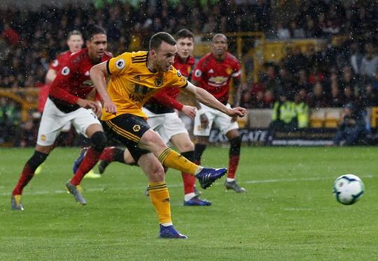 Vua thẻ ra oai, Man United gục ngã trước Wolverhampton - Ảnh 4.