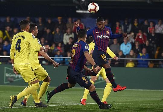 Rượt đuổi tỉ số nghẹt thở, Barcelona suýt trắng tay trước Tàu ngầm vàng - Ảnh 3.