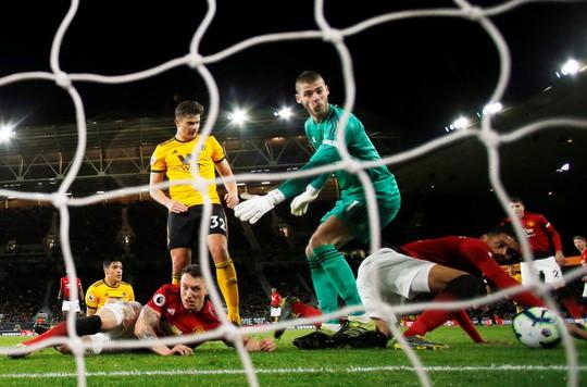 Vua thẻ ra oai, Man United gục ngã trước Wolverhampton - Ảnh 8.