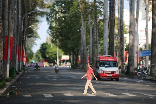 Toàn cảnh đường phố TP HCM ngày 30-4 - Ảnh 3.