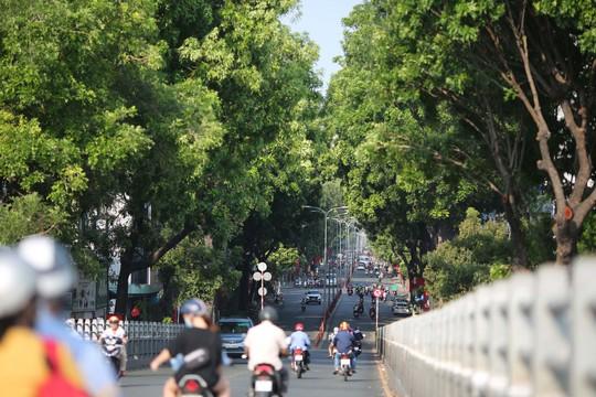 Toàn cảnh đường phố TP HCM ngày 30-4 - Ảnh 2.
