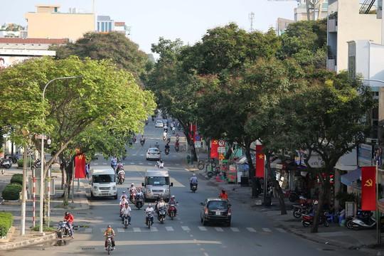 Toàn cảnh đường phố TP HCM ngày 30-4 - Ảnh 4.