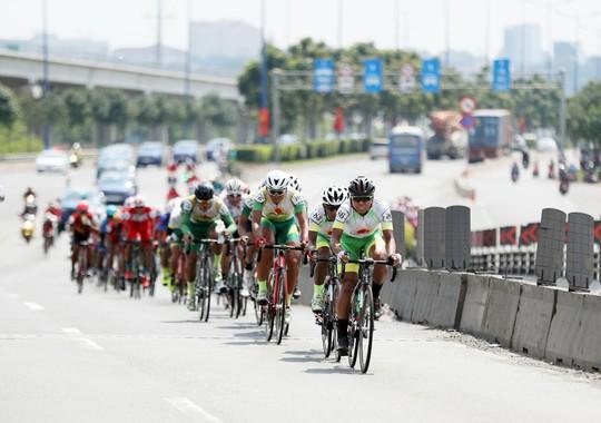 Giải đua xe đạp tranh Cúp Truyền hình: TP HCM hoàn tất cú ăn ba - Ảnh 1.